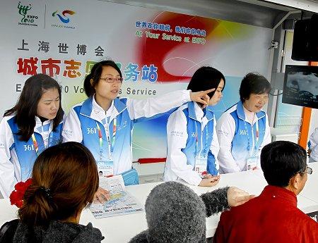 志愿者自购门票为游客踩点 回答问题做到精确