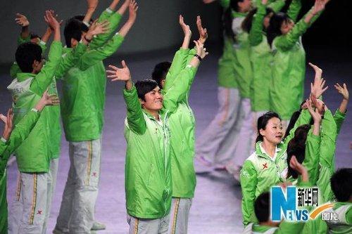 上海世博会开幕式前志愿者亮相(图)