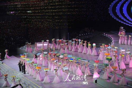 图文:上海世博闭幕式 男高音演唱《致世博》