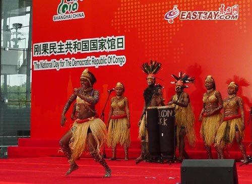 刚果民主共和国迎馆日 民族歌舞热情上演 图