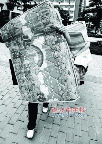 寒窗苦读挥别高考 外地高考生赶场上海世博会