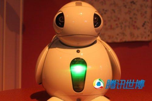 日本馆机器人优雅奏茉莉花 挥弓致敬令人感动