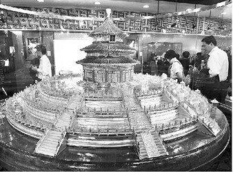 大师精品亮相世博 20多万颗宝钻镶嵌作品惹眼