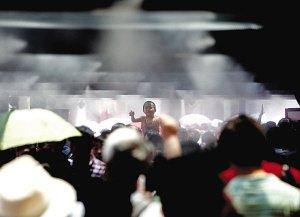 中国馆首日接待3万人 7个国家馆暂未开放