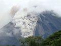 高清:哥斯达黎加火山开始喷发 周围居民撤离