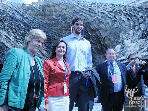 加索尔现身世博园 为西班牙知名品牌助威