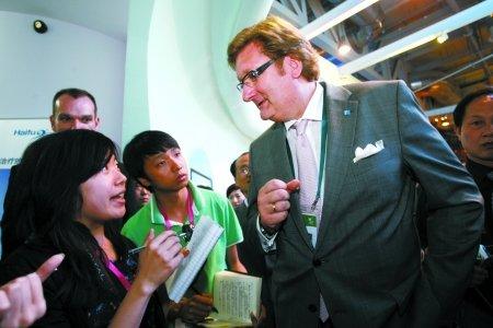 重庆馆山水创意获游客盛赞 德国市长专程参观