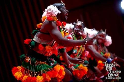 将各民族舞蹈串联起来是多哥吉古蒂舞蹈团的一大特色-多哥迎馆日 领