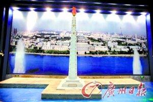 朝鲜首次亮相世博 工作人员胸佩金日成像章
