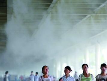 三伏天感受清凉世博园 高科技造出4微米雾粒