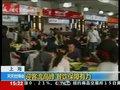 视频:世博客流现井喷 遮阳伞售货车保障餐饮