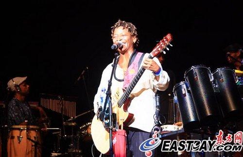 巴西音乐人热情献唱世博 400多观众群舞桑巴