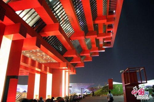 中国馆迎第800万名游客 赠10公斤重展馆模型