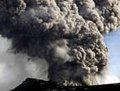 高清:冰岛火山喷发最新图片 喷出大量火山灰