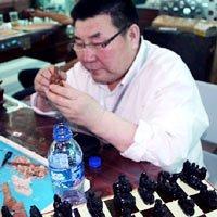 一把小刀弘扬的内蒙古象棋雕刻艺术