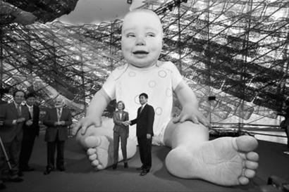 世博博物馆接受首件赠品 小米宝宝成新上海人