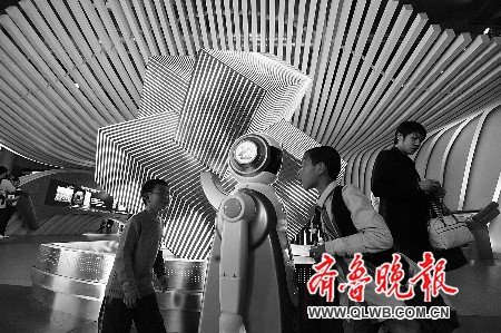 山东馆首日迎5万中外游客 齐鲁文化吸人眼球