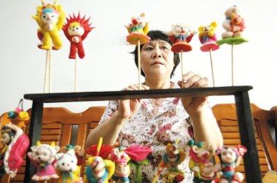 下岗女工成面塑大师 世博会卖了近百面人(图)