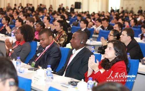 世博青年高峰论坛韩正致辞:让年轻人发出声音