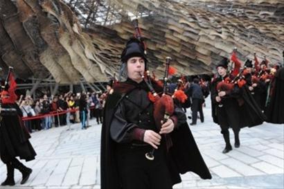 50名西班牙皇家风笛乐队吹启加里西亚周活动