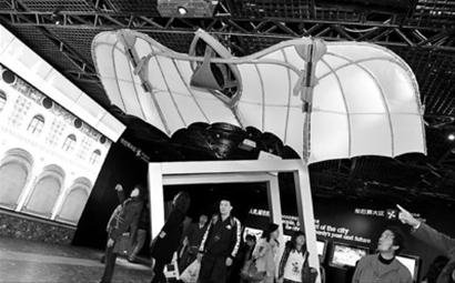 意大利伦巴第大区展开幕 达芬奇画中飞机现身