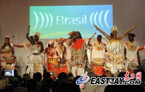 巴西馆奉献最后一波演出 两支乐队轮番秀艺