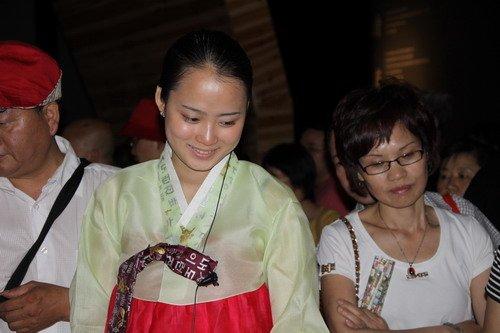 韩国馆日均游客超3万 甜美礼仪最具吸引力