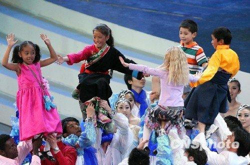世博开幕式几度感动国人 民族风国际牌齐出