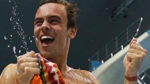 戴利家门口实现奥运夺牌梦 摘铜后跳水中庆祝