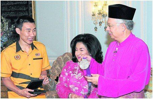 李宗伟受元首接见获赠百万 总理夫人送去名表
