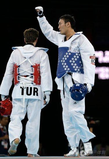 跆拳道80KG以上级刘哮波险胜 复活赛收获铜牌