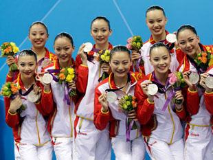 中国花游队摘登上领奖台
