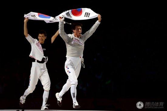 男佩团体韩国完胜罗马尼亚夺金 意大利摘铜牌