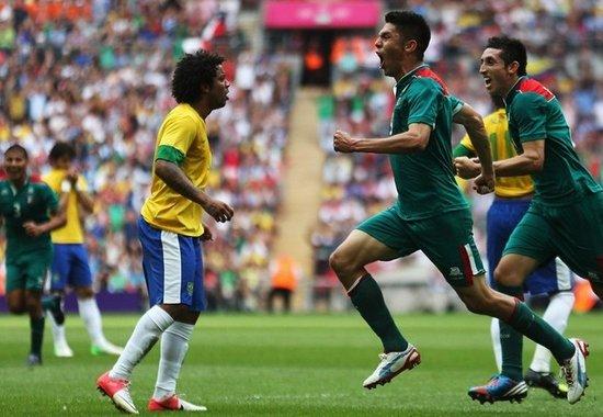 纸糊的防线不堪一击 失误+内讧葬送巴西金牌