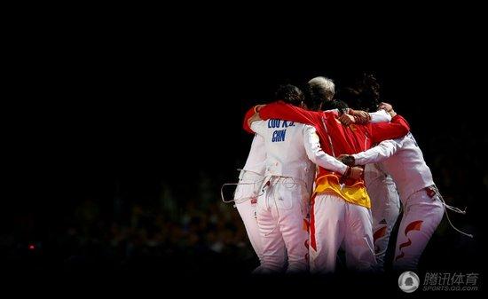 女重团体中国灭韩夺冠 摘历史首金揭开新篇章