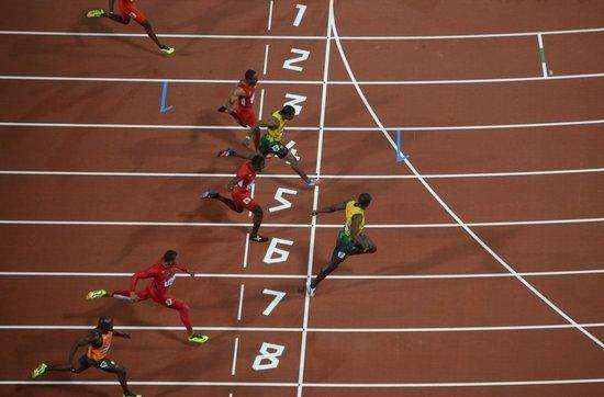 百米赛跑中测得在50米处的瞬时速度为6米没秒,16秒末到达终点时的瞬时图片