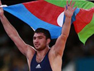男子自由式84KG级阿塞拜疆夺冠