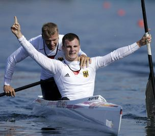 男子双人划艇1000米德国选手夺冠