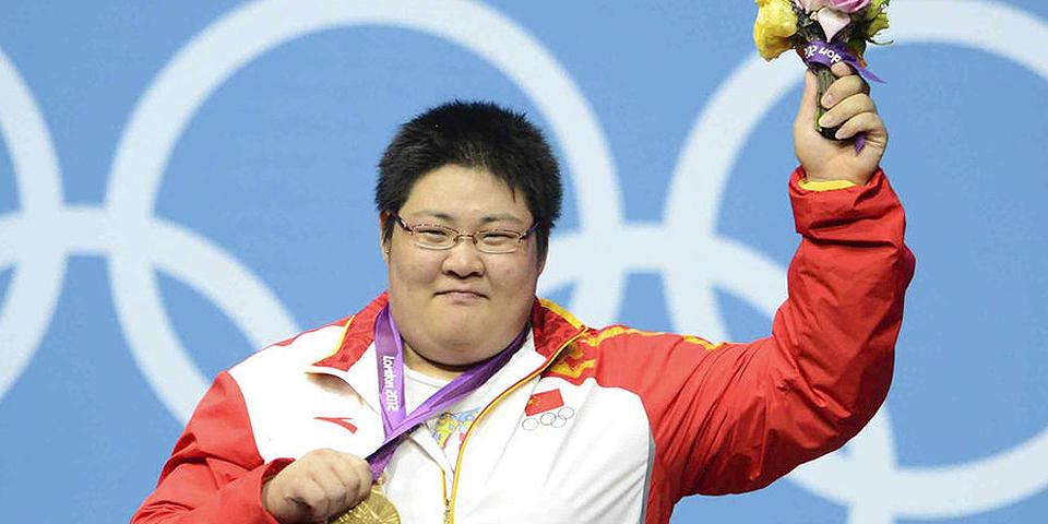 女子举重75公斤级周璐璐摘金