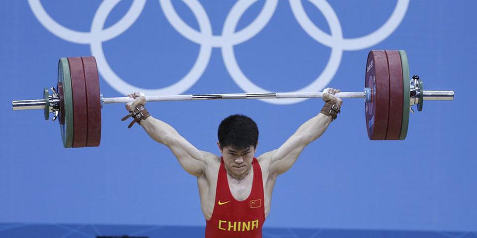 举重男子69KG林清峰夺金