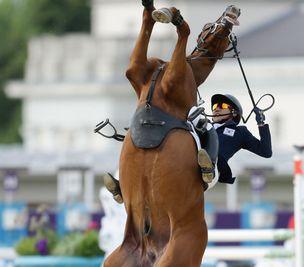 现代五项比赛韩国选手坠马