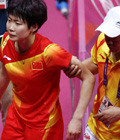 视频:汪鑫要求擦地被拒 最终滑倒因伤退赛