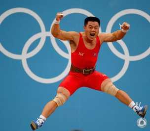 男子举重 朝鲜选手两破纪录夺金