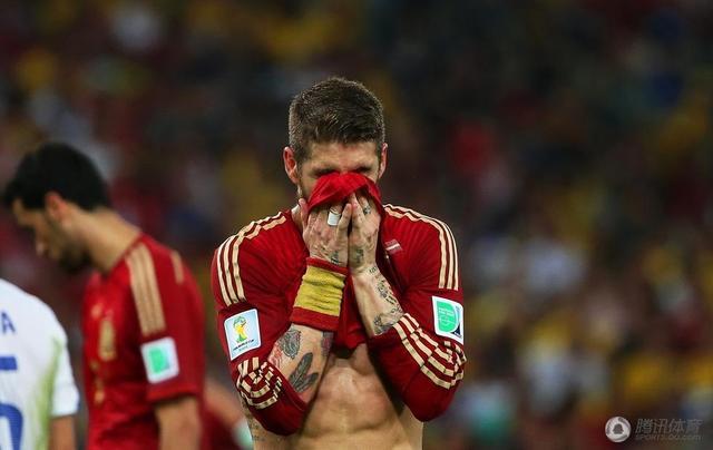 世界杯-西班牙0-2出局!智利携荷兰晋级16强