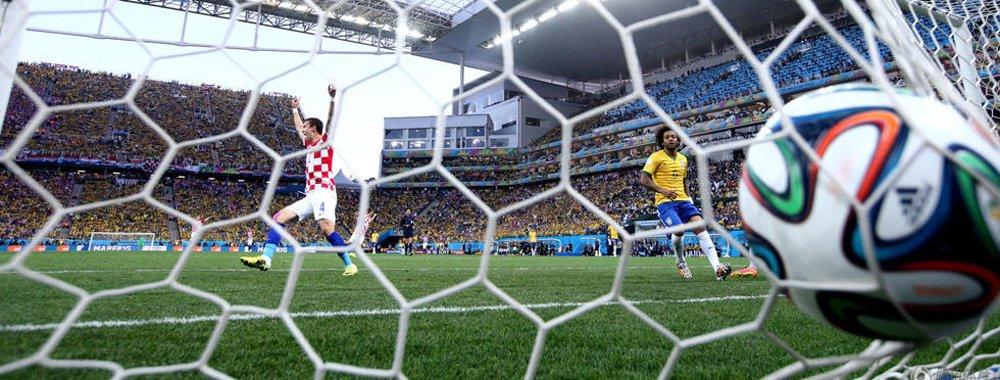 世界杯首轮破门瞬间 马塞洛乌龙