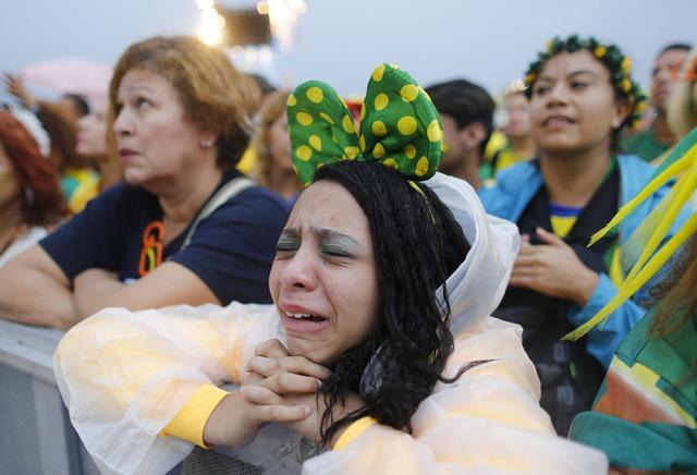 巴西球迷表情汇总:够了!他们已经输了!