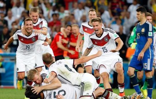 德国阿根廷苦战至体能透支 加时赛动作已变形