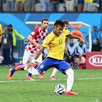 高清:内马尔操刀点球助巴西反超克罗地亚