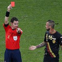 比利时德富尔因危险动作被红牌罚下