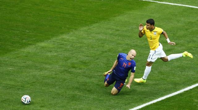 巴西84年最尴尬队长 最贵中卫组竟7战丢14球